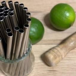 des petites pailles en inox pour les cocktails, adaptées aussi pour les enfants, vous les trouverez chez pailleinox.fr